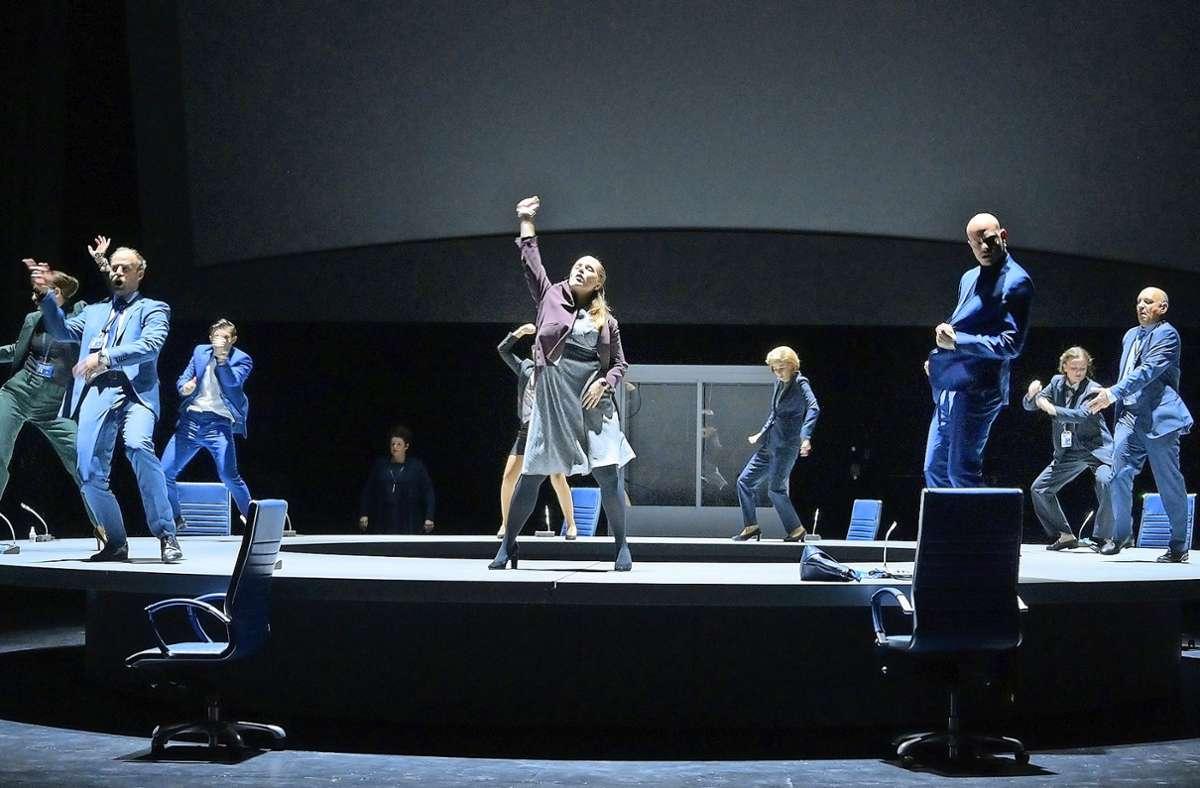Tanz den Virus: die Situation am Brüsseler Konferenztisch entgleist. Foto: Thomas Aurin/Schauspiel Stuttgart