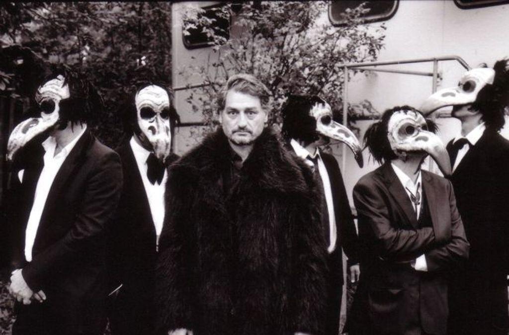Die Genfer Band The Dead Brothers macht fröhliche Begräbnismusik - am Freitag im Goldmarks in Stuttgart. Foto: Promo
