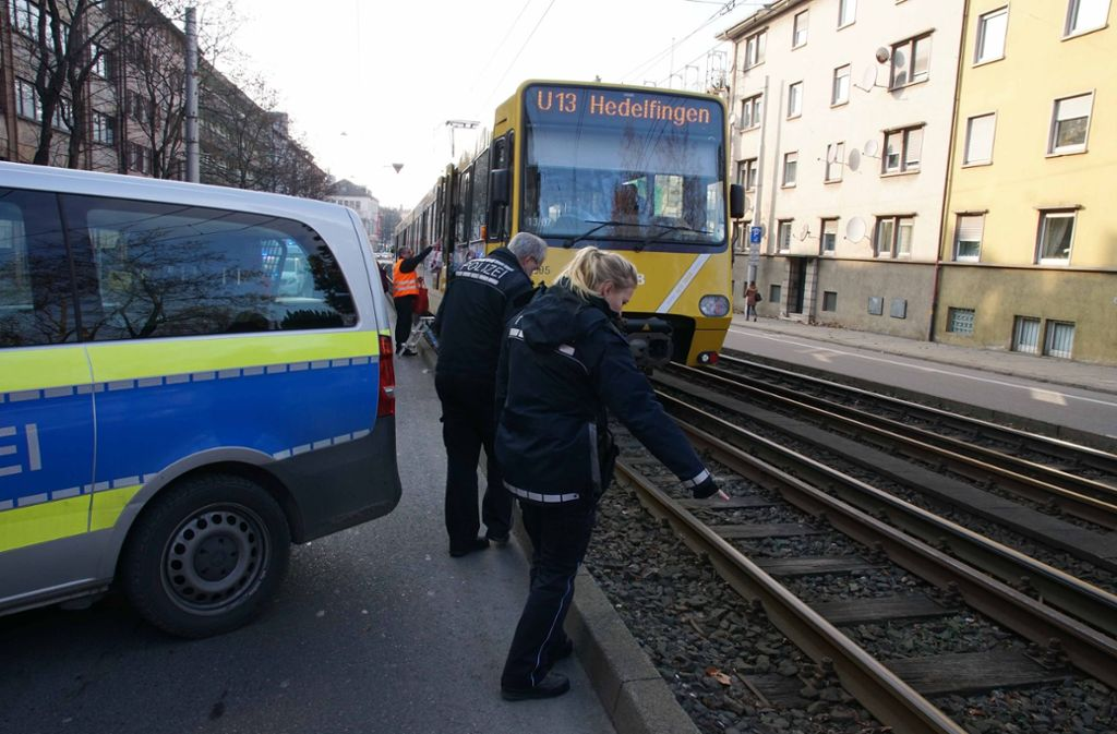 Die Polizei berichtet von einem Stadtbahnunfall in Bad Cannstatt. Foto: Andreas Rosar Fotoagentur-Stuttg