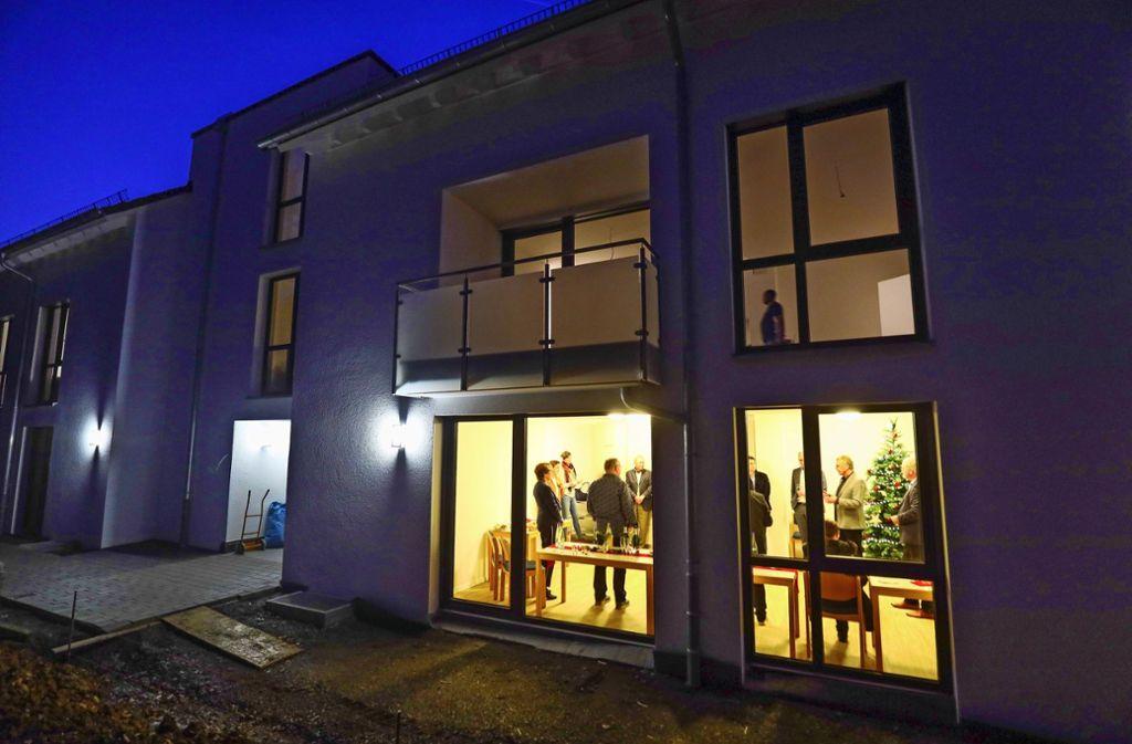 Feierliche Eröffnung: Neben den Wohnungen besitzt das Haus noch einen Gemeinschaftsraum, in dem die Bewohner zusammenkommen können. Foto: factum/Simon Granville