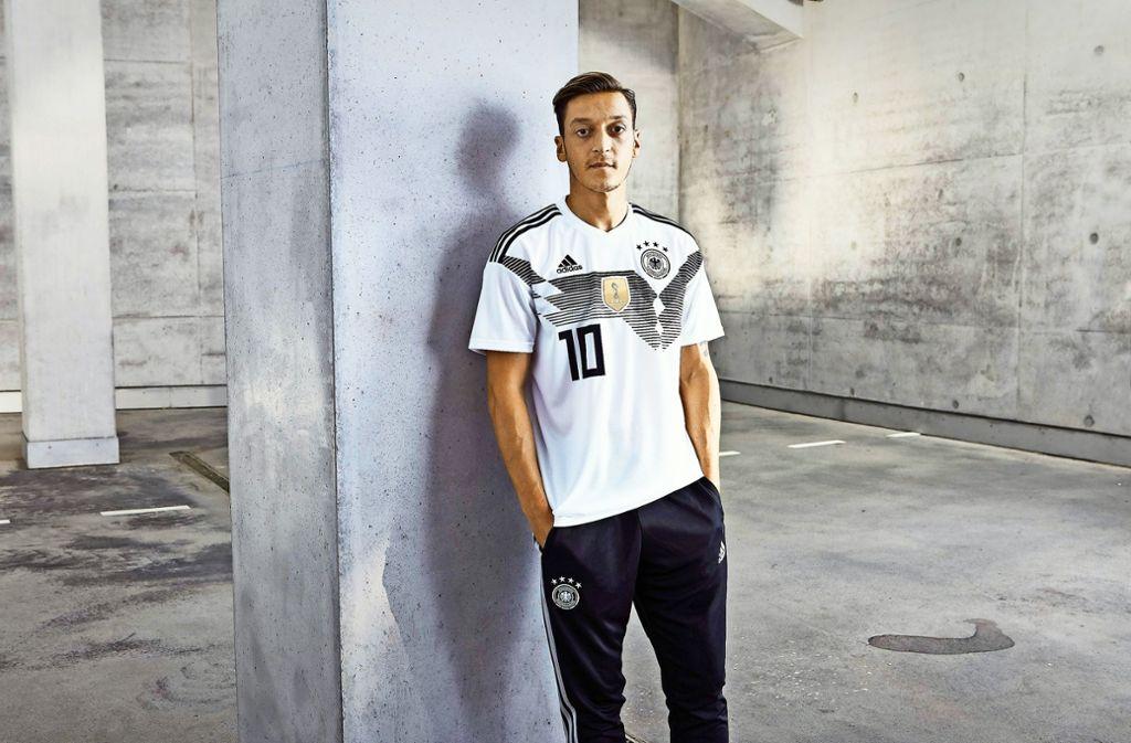 An Mesut Özil scheiden sich die Geister –  auf und neben dem Platz. Foto: dpa