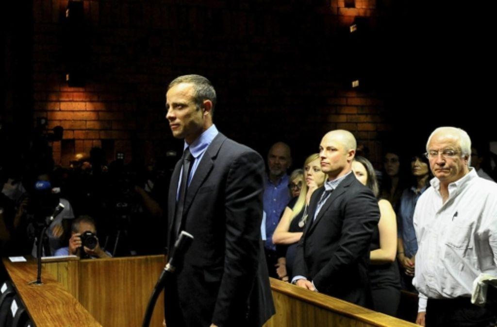 Pistorius (vorne) vor Gericht Foto: DPA