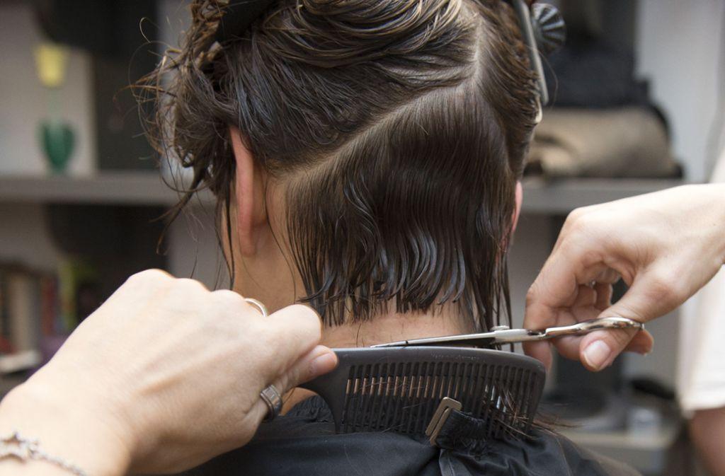 Das Haareschneiden soll nicht mehr zu Mindestlohnbedingungen stattfinden dürfen. Foto: dpa