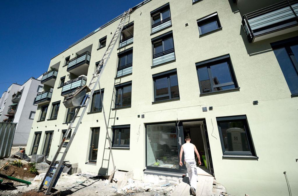 Es  fehlt in Stuttgart an einer ausreichenden Zahl von Wohnungsneubauten. Foto: dpa/Sina Schuldt