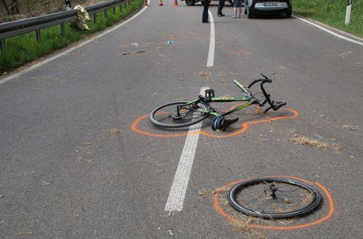 79-jähriger Fahrradfahrer bei Unfall lebensgefährlich verletzt