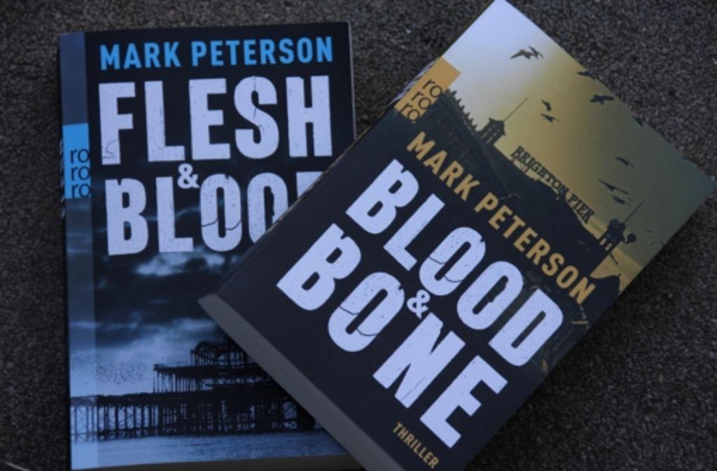 Das linke Buch ist immer noch schwer zu empfehlen. Das rechte eher nicht. Foto: Wangner
