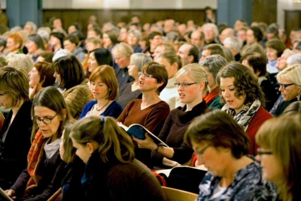 In der Gaisburger Kirche sitzen Alt und Sopran nebeneinander. Foto: Achim Zweygarth