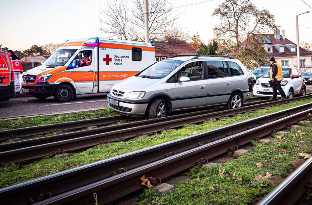 Zwei Autos landeten bei dem Unfall im Gleisbett. Foto: 7aktuell.de/Alexander Hald