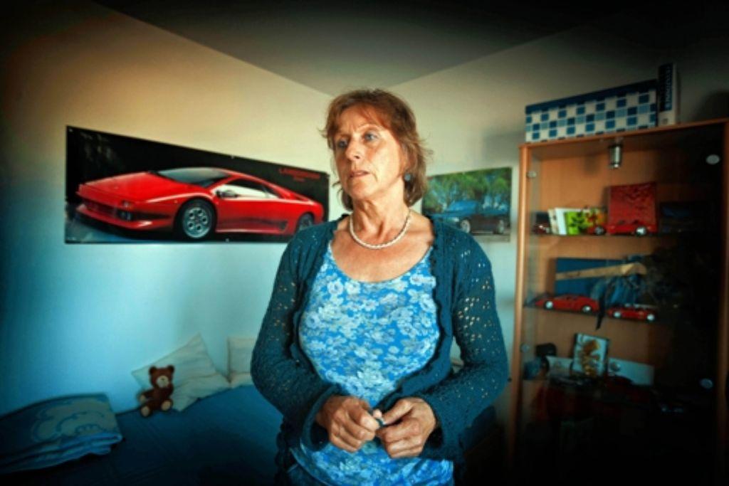 Karola Eberhardt im Zimmer ihres Sohnes Daniel Foto: Gottfried Stoppel