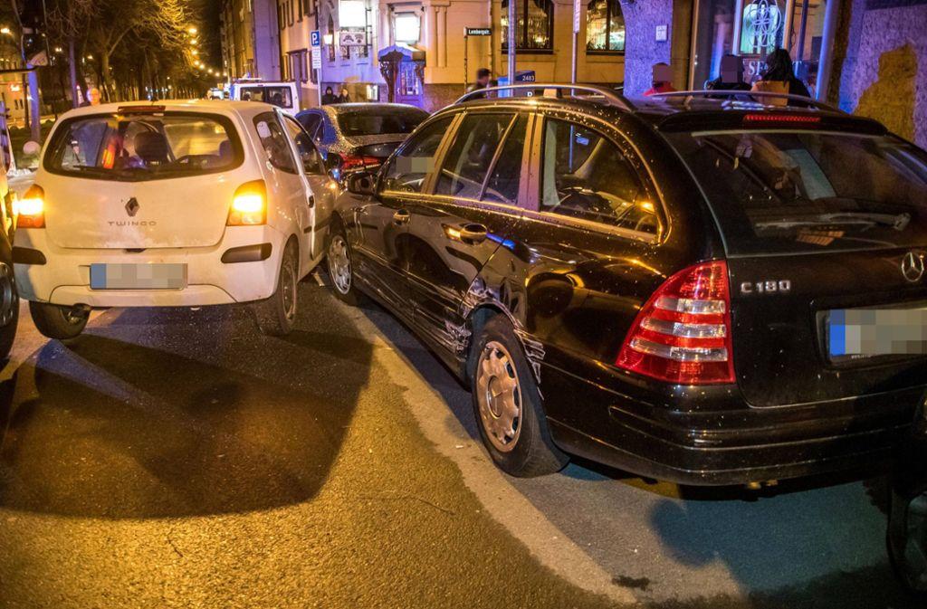 Die Fahrerin des Renault Twingo beschädigte im Stuttgarter Osten drei geparkte Fahrzeuge. Foto: 7aktuell.de/Andreas Werner/7aktuell.de | Andreas Werner