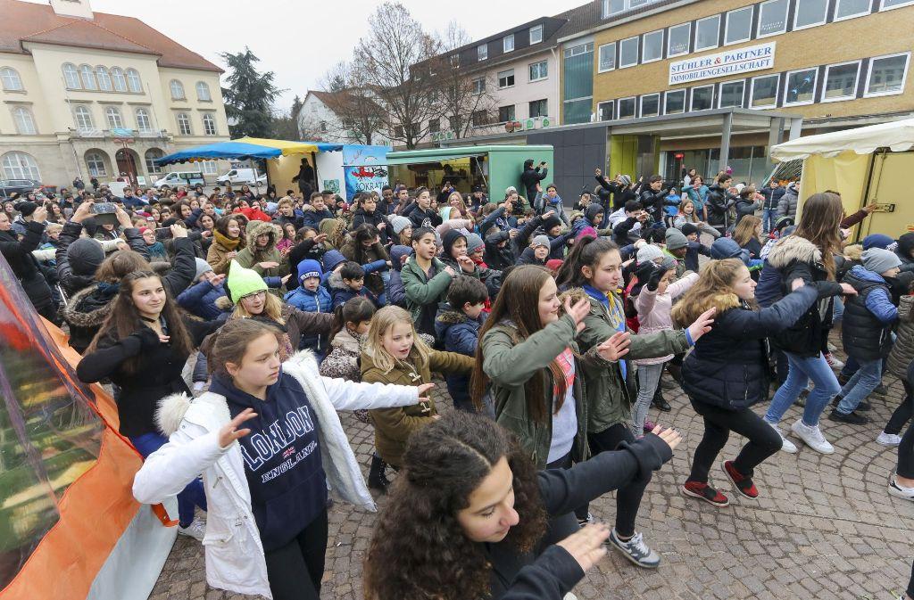 Rund 300 Kinder tanzten beim Flashmob in Sindelfingen mit. Foto: factum/Granville