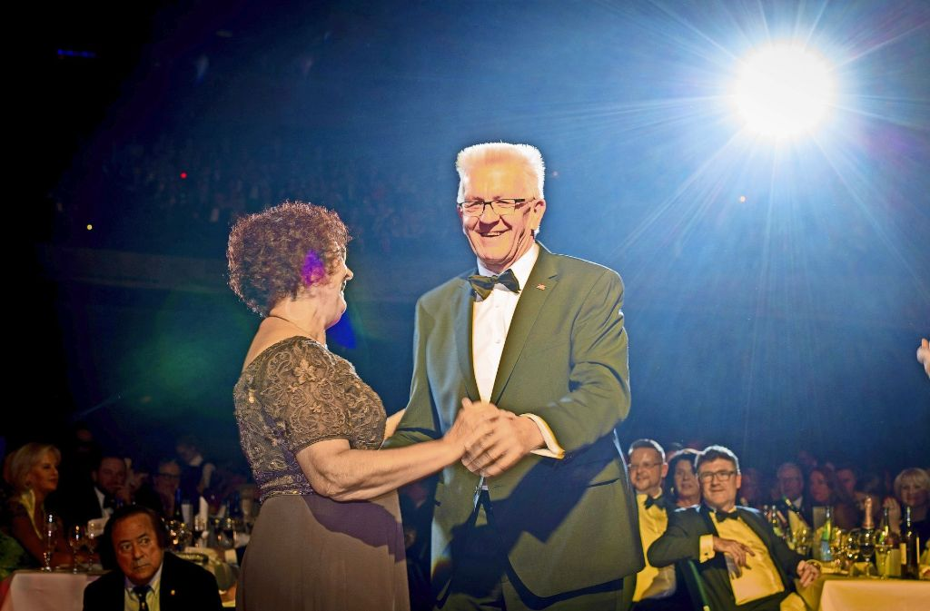 Auf ein Tänzchen: Winfried Kretschmann schwang mit Frau Gerlinde auf dem Landespresseball in Stuttgart das Tanzbein. Foto: Lichtgut