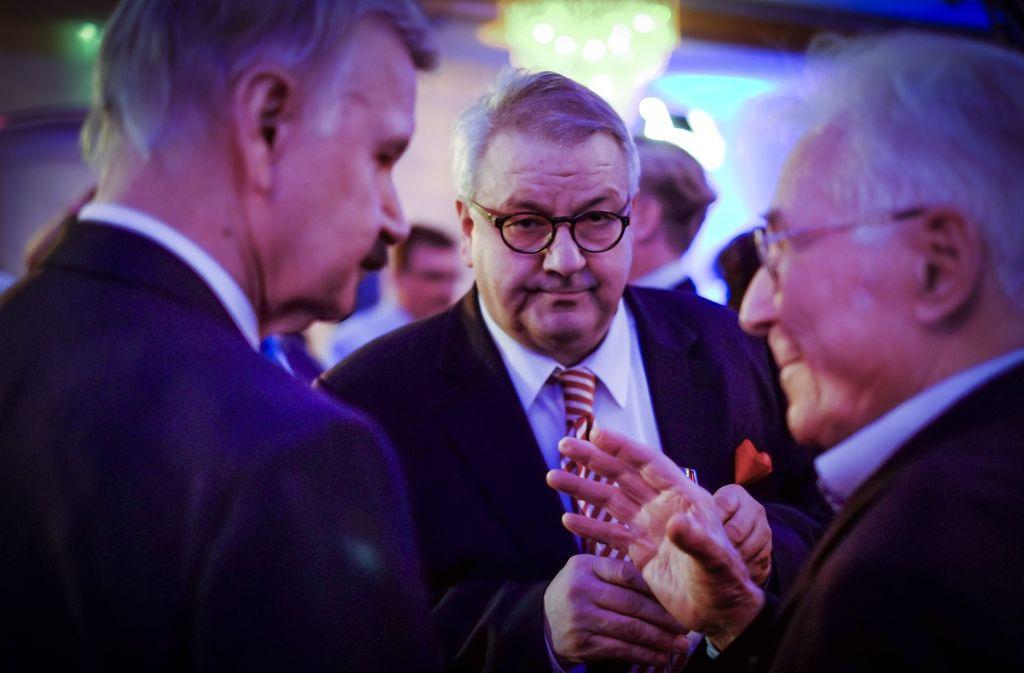 AfD-Stadtrat Eberhard Brett (Mitte) hat Berufung gegen seine Verurteilung wegen vorsätzlichen Betruges eingelegt. Foto: Lichtgut/Max Kovalenko