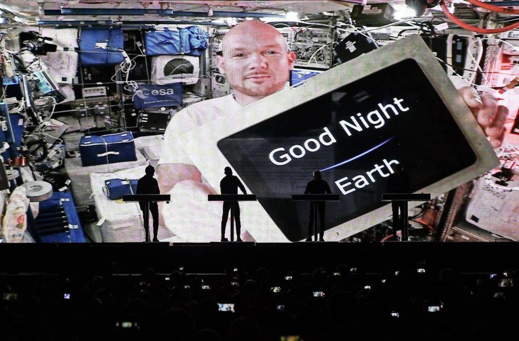 Alexander Gerst ist momentan auf der Internationalen Raumstation im Weltall – und war per Videoschalte beim Konzert von Kraftwerk in Stuttgart dabei. Foto: dpa