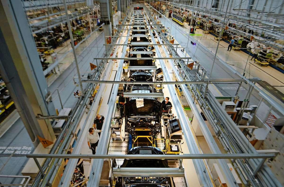 Die Aufbaustandorte von Daimler – hier in Sindelfingen – sind weniger von einem drohenden Stellenabbau betroffen. Foto: dpa/Marijan Murat