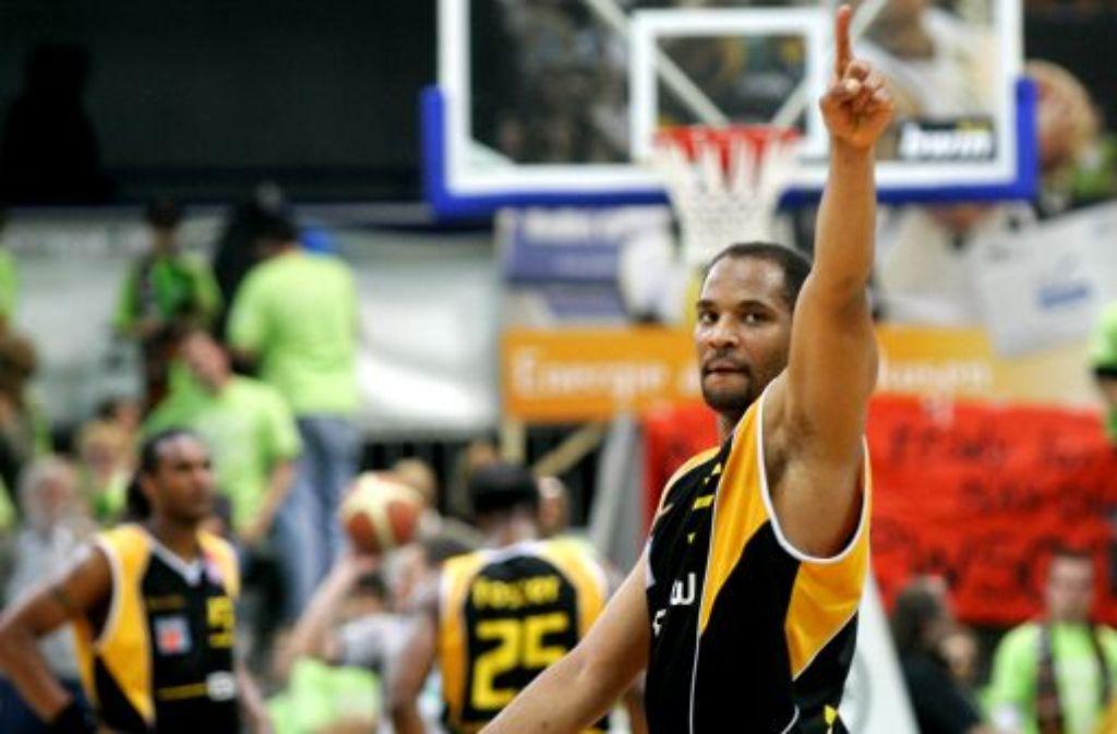 Jerry Green will mit seinen Ludwigsburger Basketballern eigentlich hoch hinaus, doch auf ihren bisherigen Hauptsponsor können sie dabei wohl nicht mehr bauen. Foto: Archiv/dpa