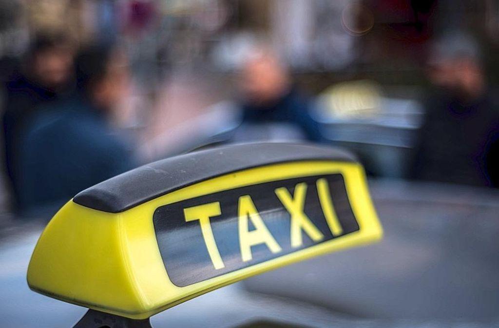 Ein Zwischenfall bei einer Taxifahrt am Wochenende beschäftigt nun die Polizei. Foto: Lichtgut/Max Kovalenko