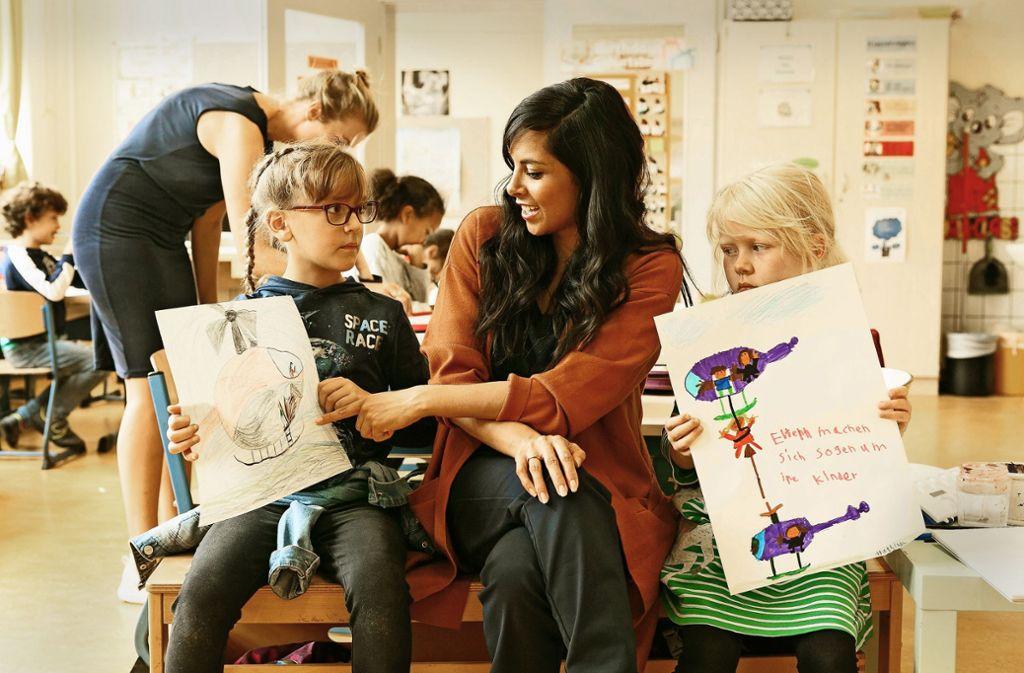 Collien Ulmen-Fernandes hat sich auch bei Kindern selbst umgehört. Foto: ZDF/Kai Schulz