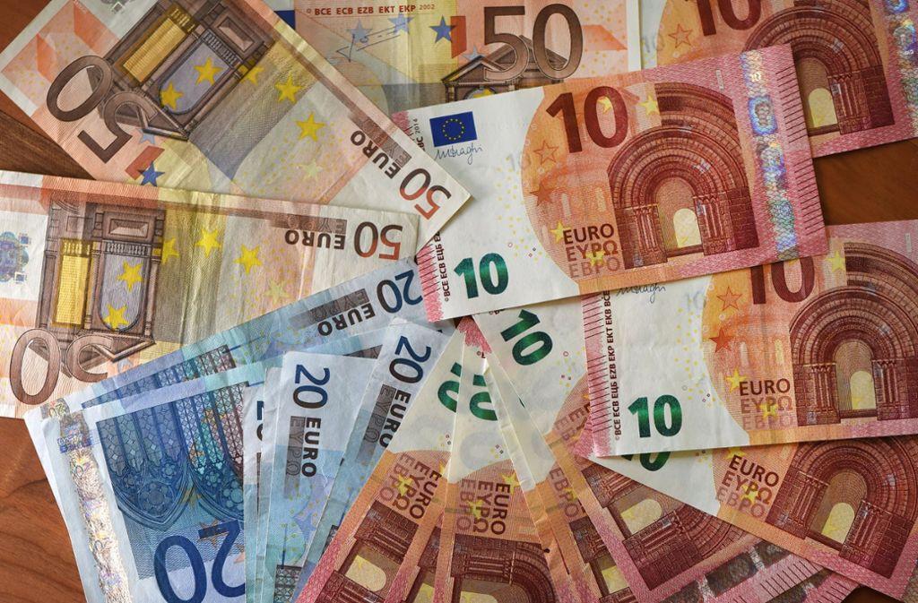 Trickdiebe haben einer 66-Jährigen mehrere Hundert Euro gestohlen. Foto: dpa