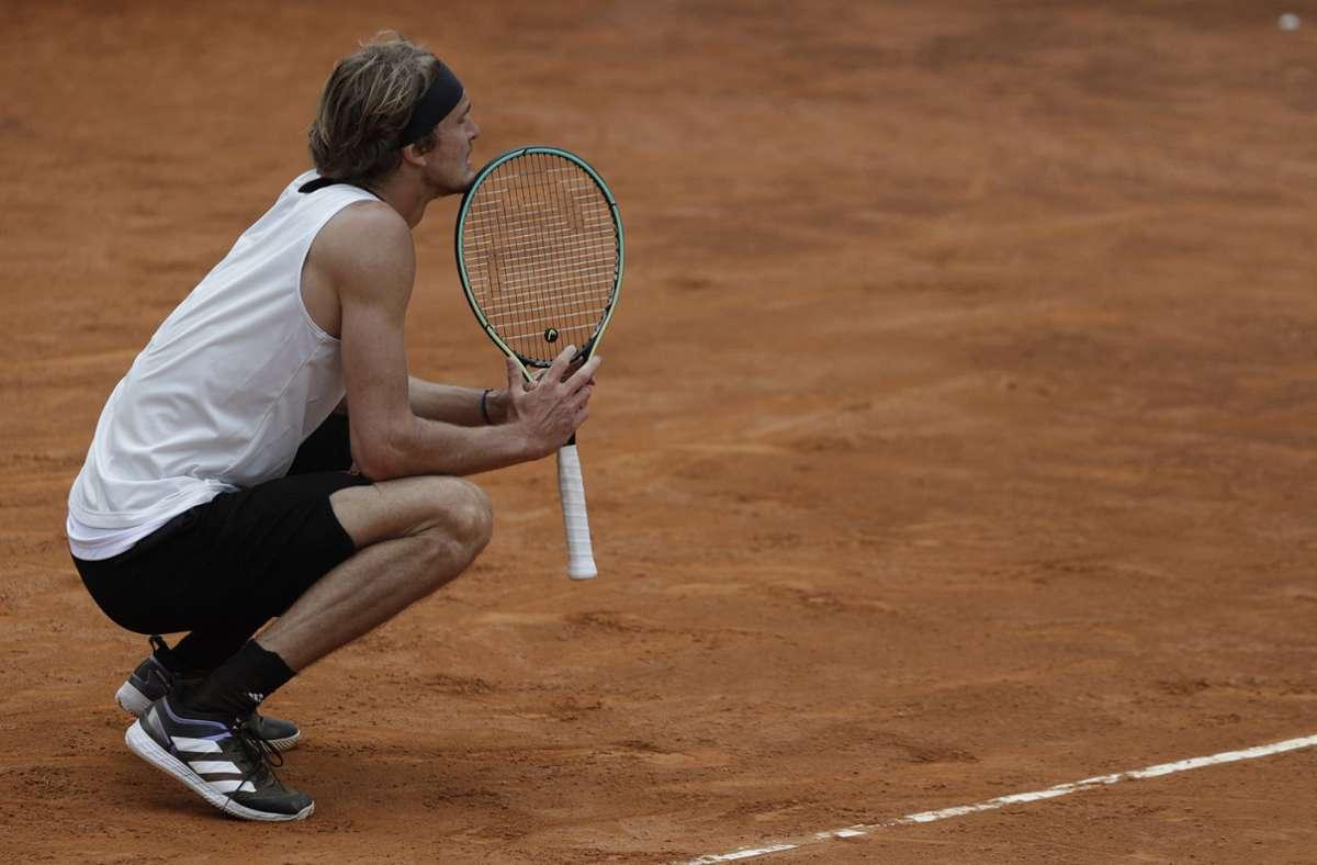 Nach einem schwachen Start seitens Zverev lieferten sich die Tennisspieler ein Match auf Augenhöhe. Foto: dpa/Gregorio Borgia