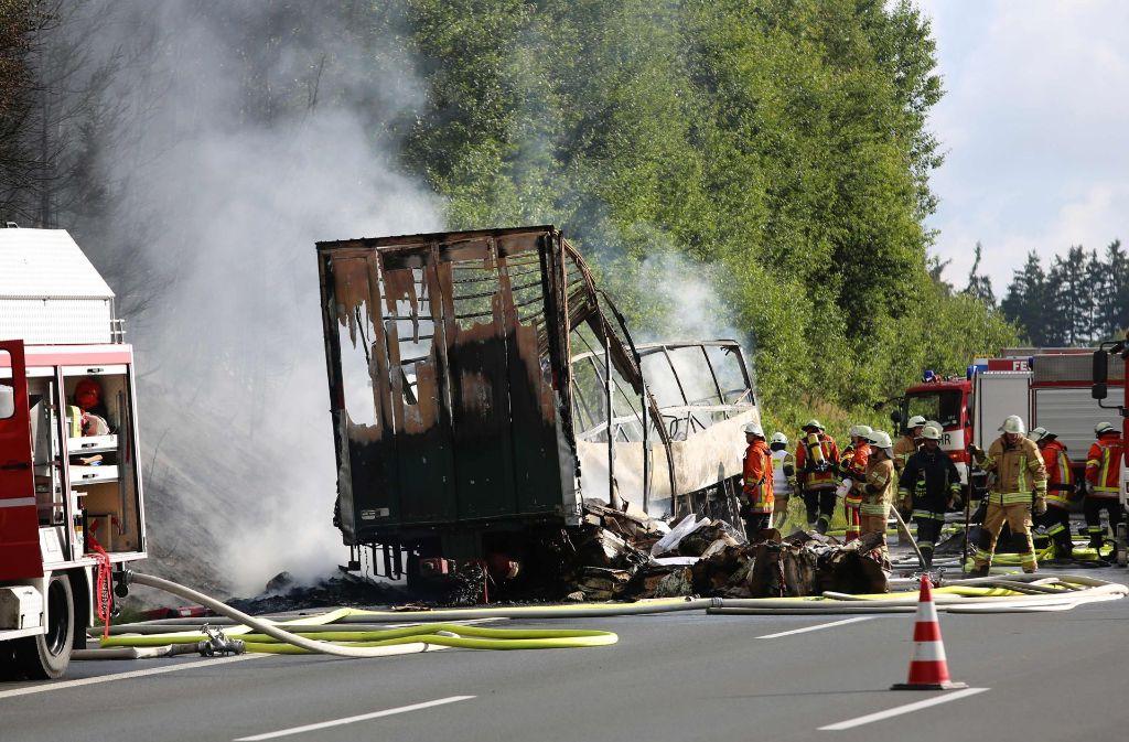 Bei dem Busunfall in Oberfranken sind möglicherweise mindestens 18 Personen ums Leben gekommen. Foto: NEWS5