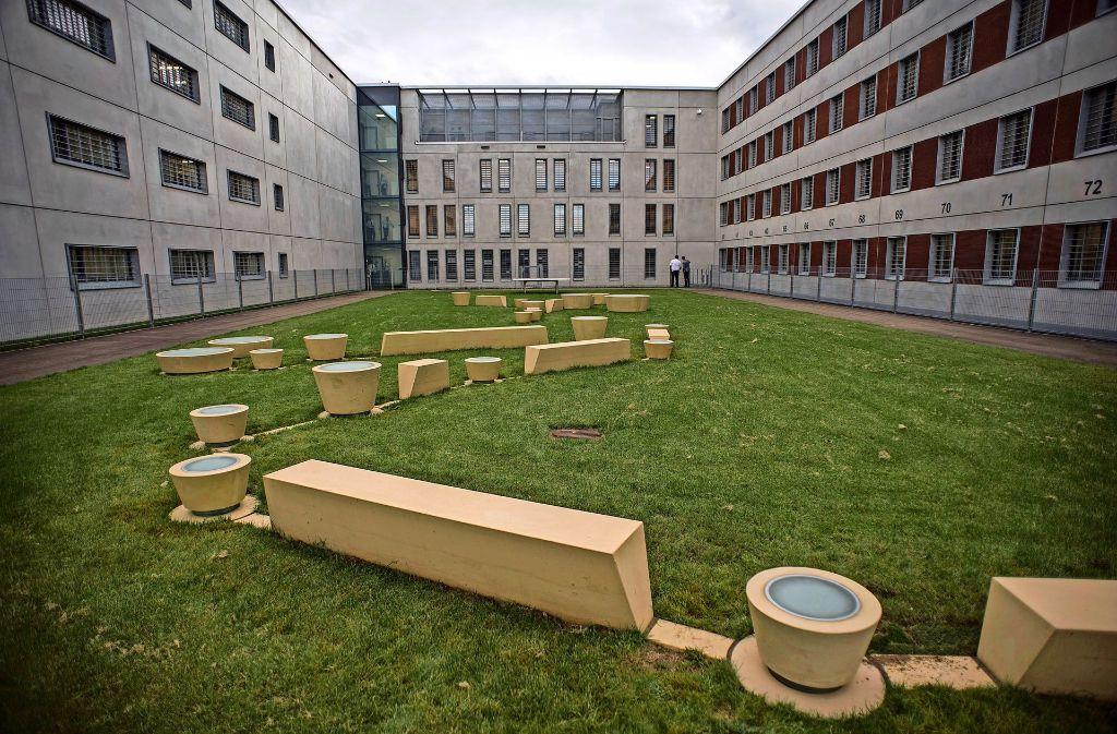 Kunst am Bau im Hof des JVA-Neubaus in StammheimFotos:Lichtgut/Max Kovalenko Foto: