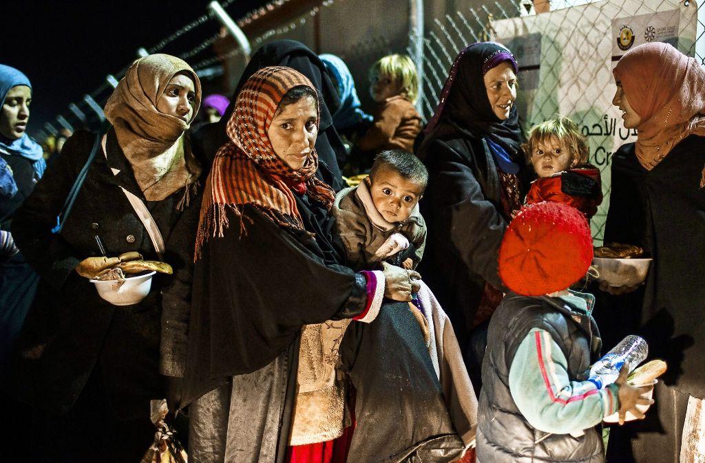 In einem Flüchtlingslager östlich von Mossul haben sich diese Flüchtlinge in Sicherheit gebracht. Es werden noch viele folgen. Foto: AFP