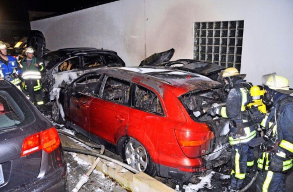 Vor allem auf Autos sowie Autohäuser hatte es der Brandstifter abgesehen. Eine Chronologie der Ereignisse zeigen wir in der Fotostrecke. Foto: dpa