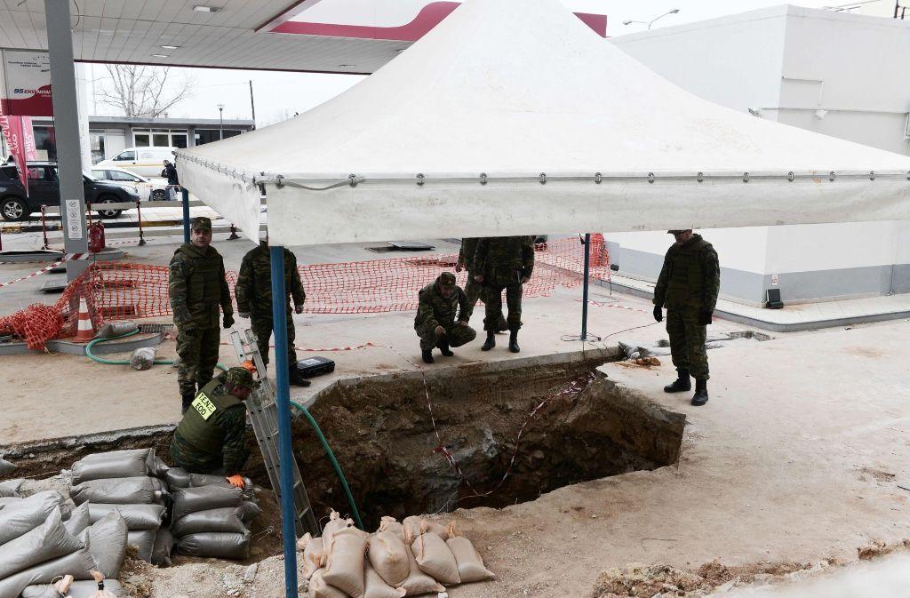 Die Bombe war bei Bauarbeiten gefunden worden. Sie soll am frühen Nachmittag entschärft werden. Foto: AFP