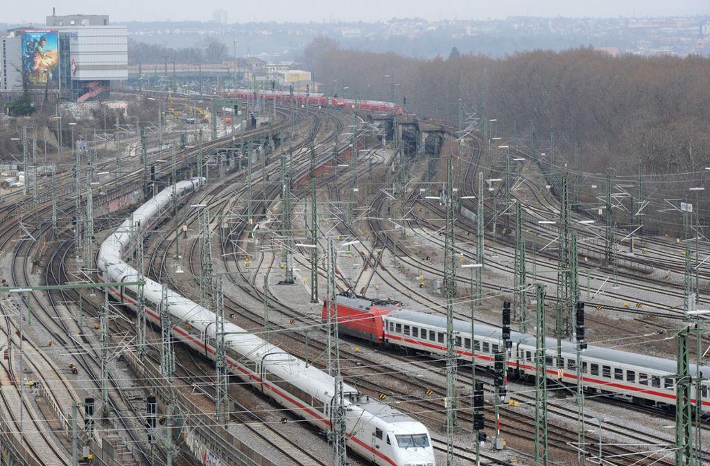 Ob die Gleise am Hauptbahnhof so ohne weiteres abgebaut werden dürfen, entscheidet das Bundesverwaltungsgericht. Foto: dpa