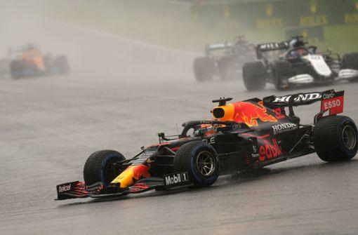 Max Verstappen gewinnt Rennen im Regenchaos
