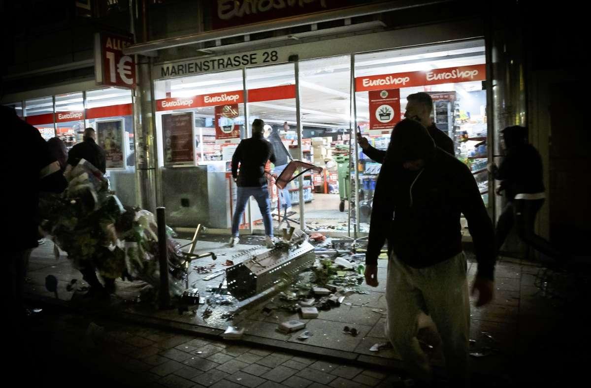 Die Randalierer haben in der City eine Spur der Verwüstung hinterlassen. Foto: Lichtgut/Rettig (Archiv)