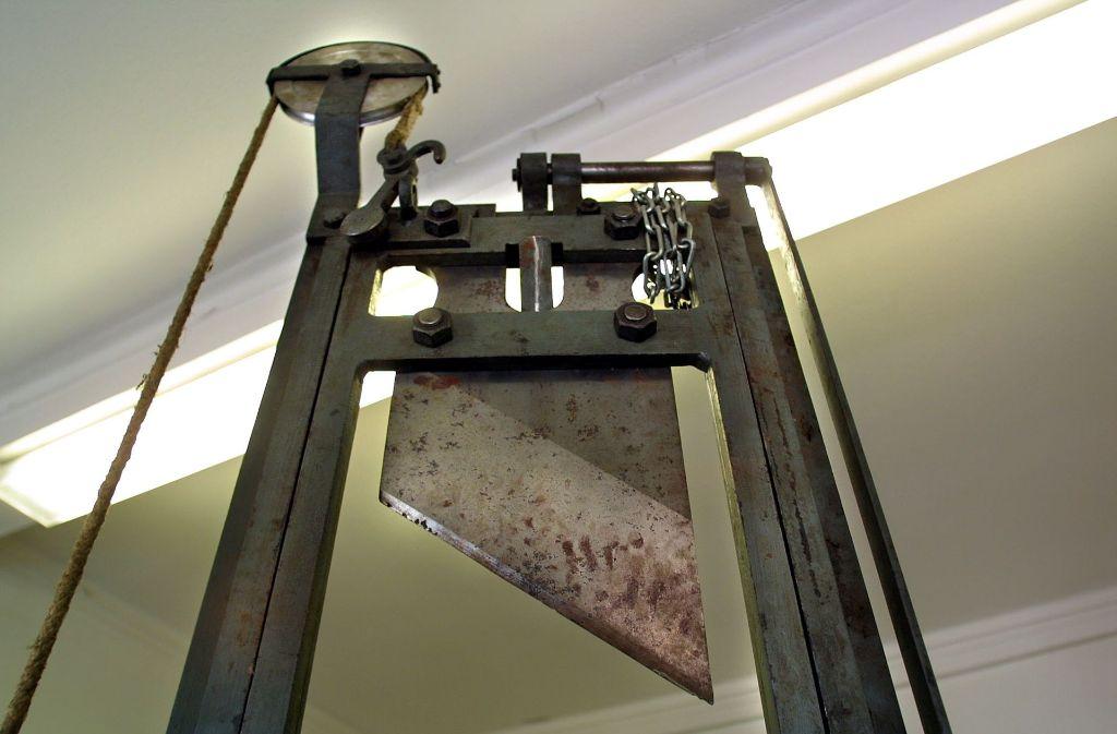 Die schauerliche Guillotine stammt aus dem Strafvollzugsmuseum  Ludwigsburg. Foto: factum