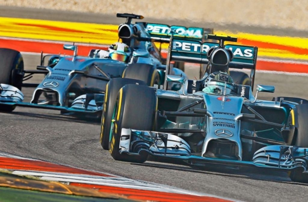 Zieht  Nico Rosberg (rechts) auf der Zielgeraden der Formel-1-Saison noch an seinem Teamkollegen Lewis Hamilton vorbei? Foto: EPA