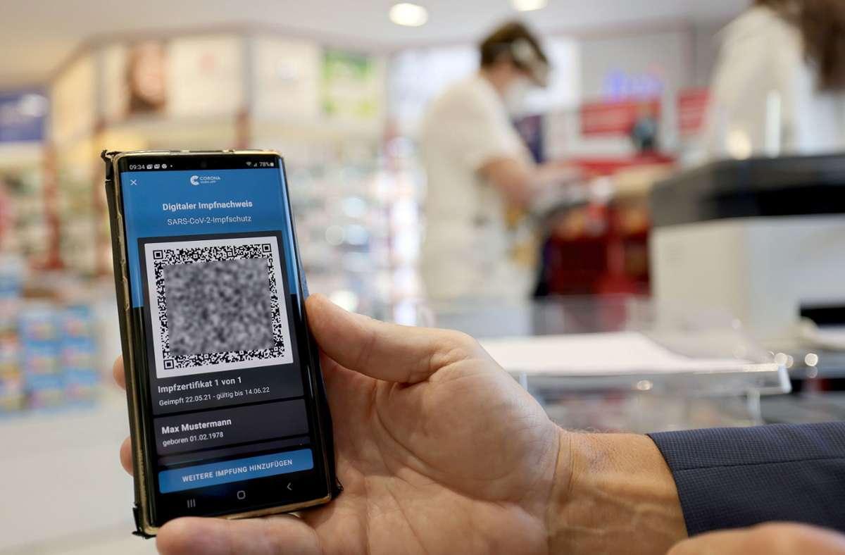 Der digitale Nachweis ist eine freiwillige Ergänzung des weiter gültigen gelben Impfheftes aus Papier (Symbolbild). Foto: dpa/Oliver Berg