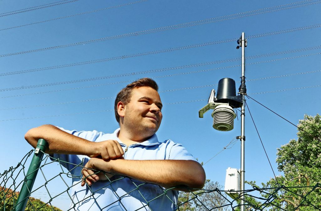 Michael Schatt (22) aus Magstadt hat eine eigene Wetterstation und übermittelt die Werte an Wetter.com. Foto: factum/Granville