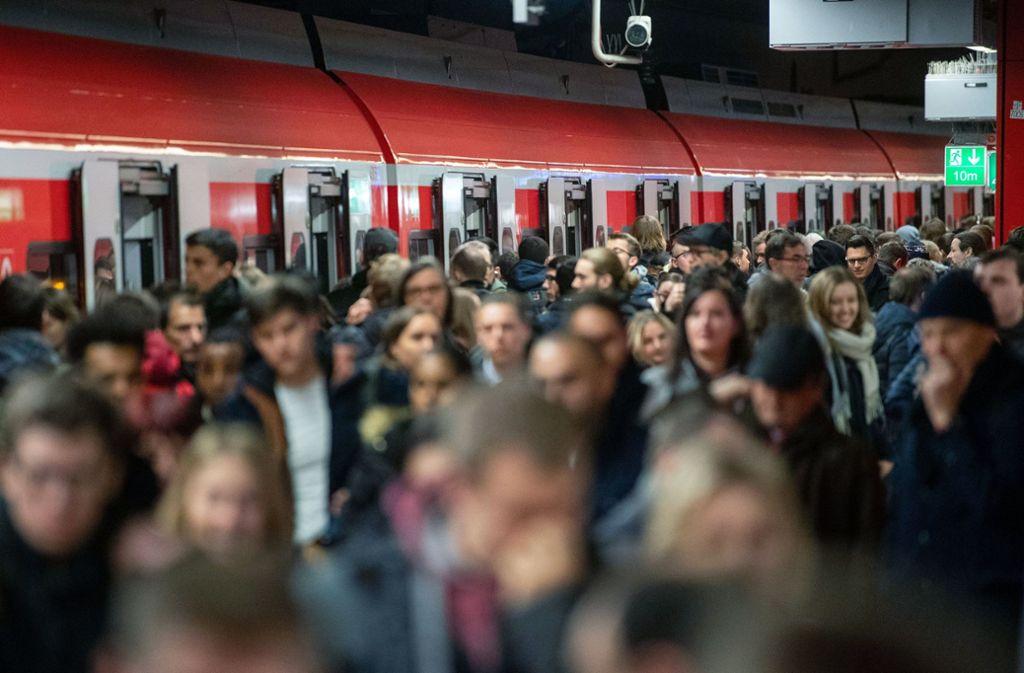 In den Hauptverkehrszeiten ist die S-Bahn selten pünktlich. Foto: dpa