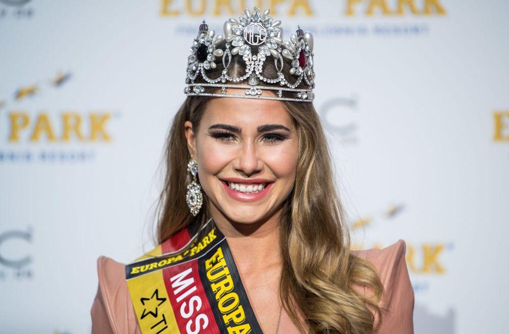 """Anahita Rehbein strahlt mit der Krone als neue """"Miss Germany"""". Foto: dpa"""
