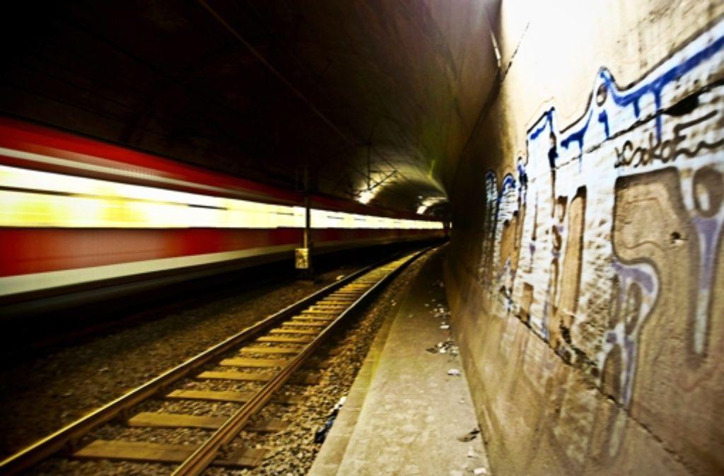 Im S-Bahn-Tunnel bricht die Funkverbindung zu oft ab. Foto: Lichtgut/Leif Piechowski