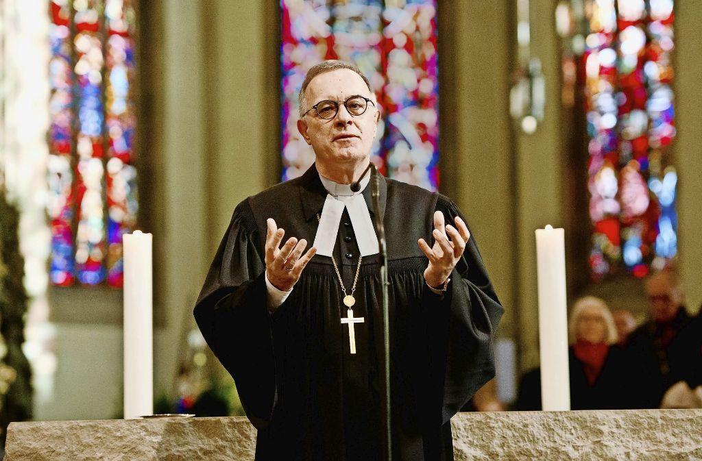 Landesbischof Frank Otfried July will die Einheit der Kirche wahren. Foto: Lichtgut/Volker Hoschek