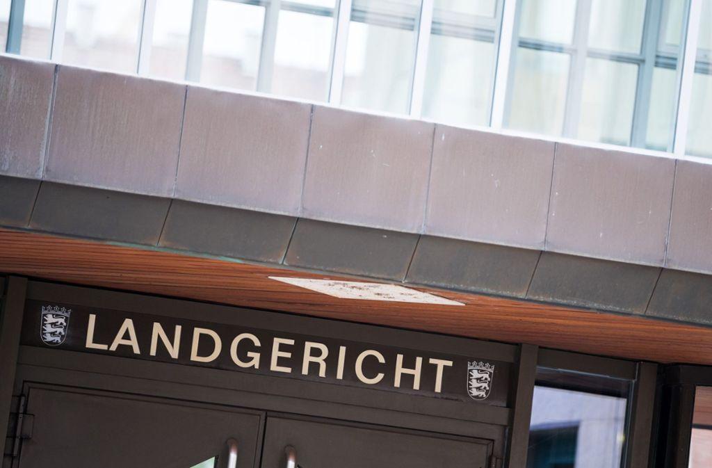 Einem Trio wird vor dem Landgericht Stuttgart unter anderem Geiselnahme vorgeworfen. Foto: dpa