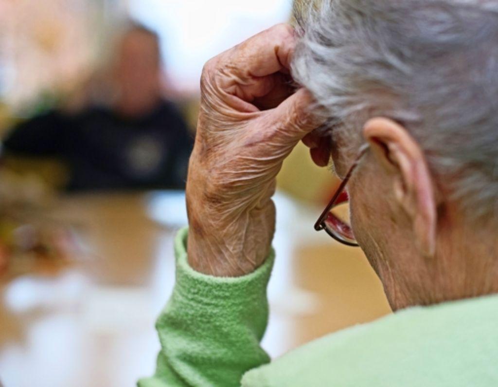 Immer mehr ältere Menschen leiden an Alzheimer. Foto: dpa