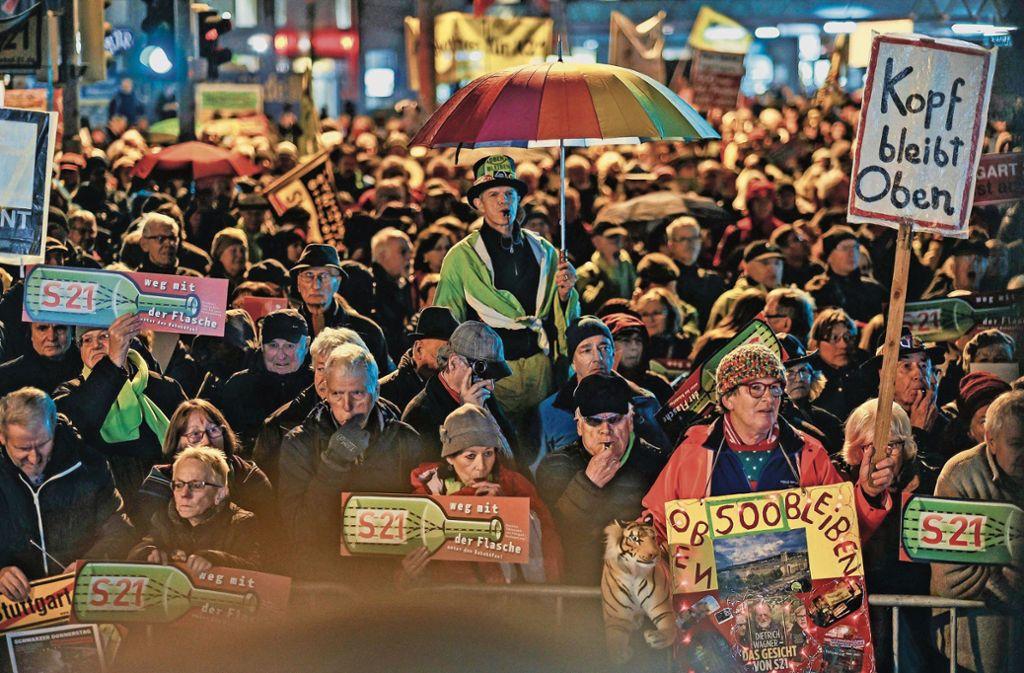 Bunt, laut und entschlossen demonstrierten die Menschen  gegen das Milliardenprojekt. Foto: Lichtgut/Max Kovalenko