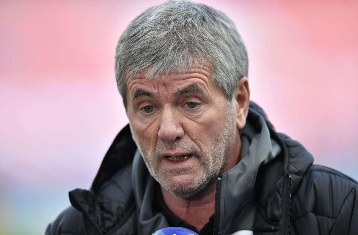 Köln-Trainer Friedhelm Funkel irritierte mit einem Interview nach der Niederlage gegen Leverkusen. Foto: AFP/MARTIN MEISSNER