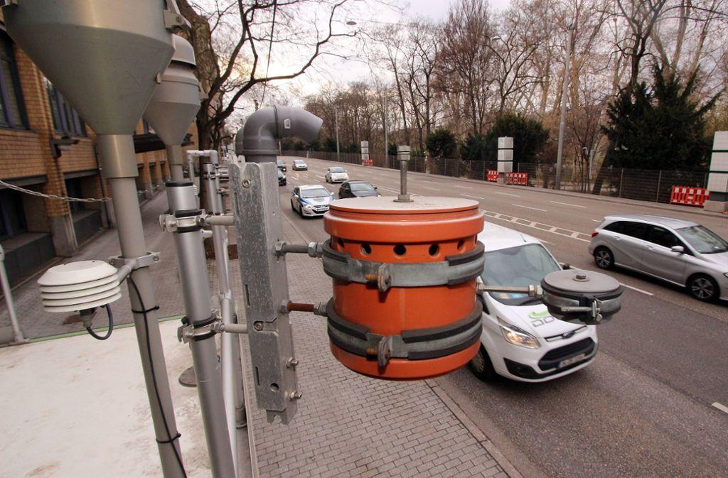 Stuttgart ist wegen der deutlich zu hohen Stickoxid-Belastung am Neckartor nicht von dem neuen Gesetz betroffen. Foto: imago