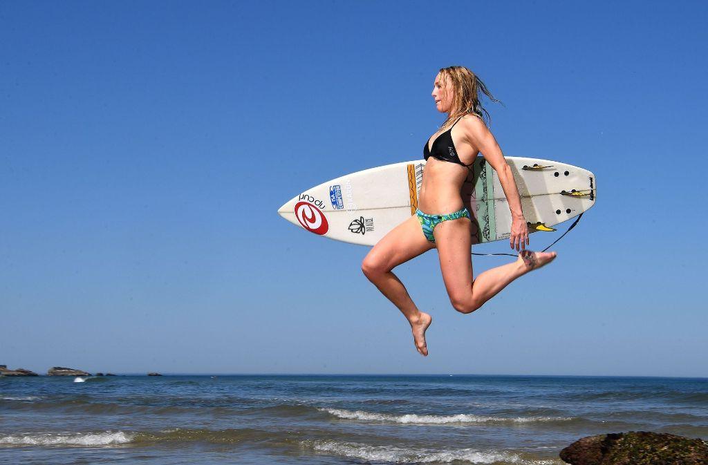 Eine beeindruckende Aufnahme der schwedischen Surferin Maria Petersson. Foto: AFP