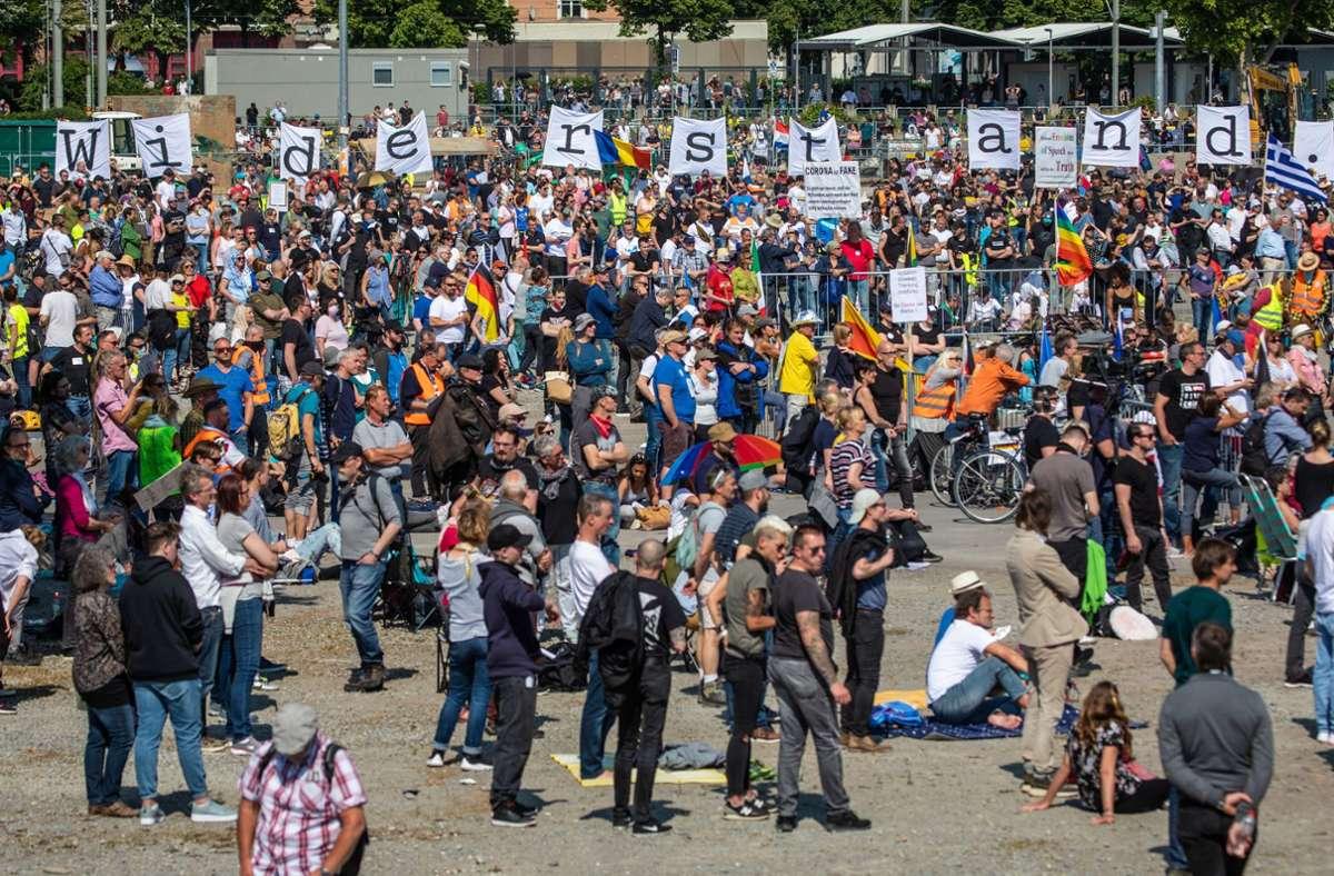 Bei der Demo am 16. Mai auf dem Wasen gelten verschärfte Corona-Schutzregeln. Foto: dpa/Schmidt (Archiv)