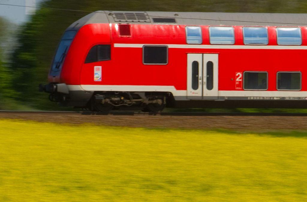Auch Regionalzüge der Deutschen Bahn fallen rund um Tuttlingen wegen Bauarbeiten aus. (Symbolbild) Foto: Patrick Pleul/dpa-Zentralbild/dp/Patrick Pleul