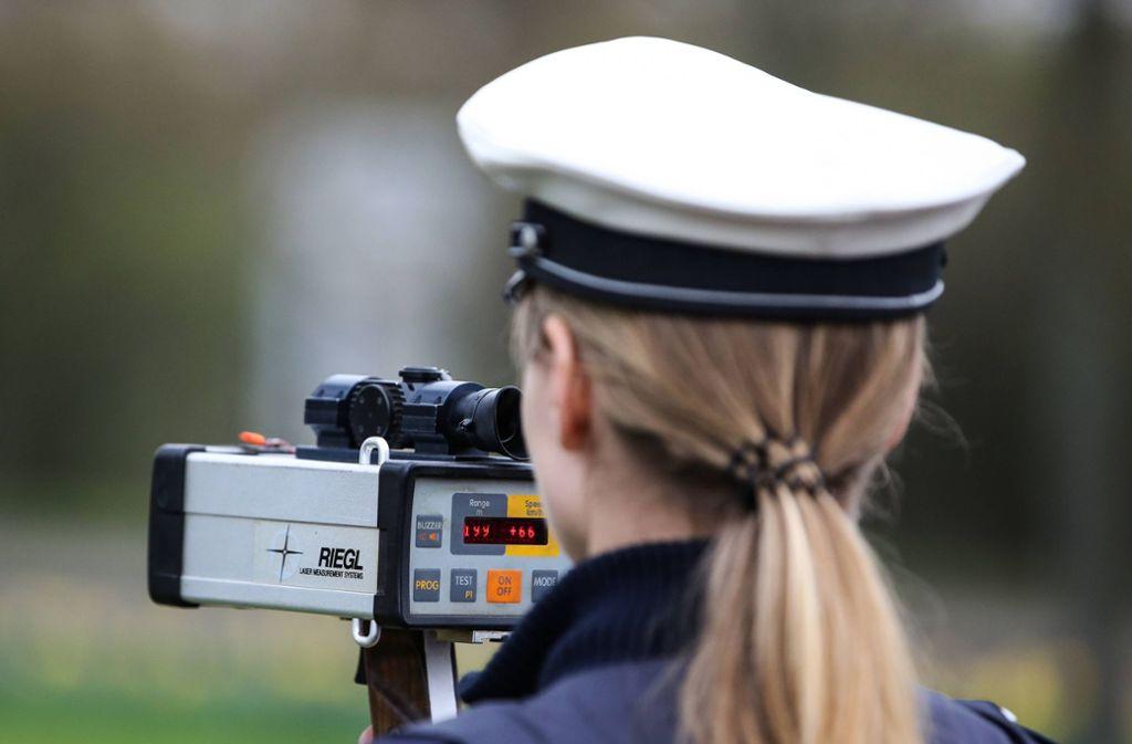 Die Polizei machte im Schwanentunnel eine Geschwindigkeitskontrolle. (Symbolbild) Foto: imago images/Christian Schroedter