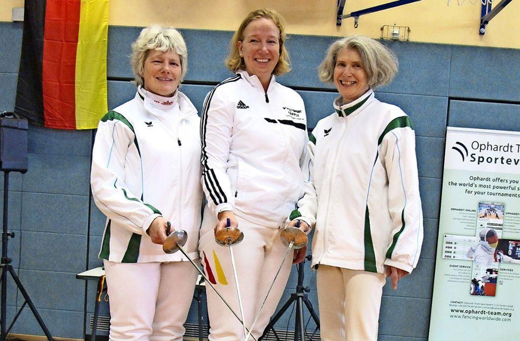Freuen sich über die   Silbermedaille:       Monika Willrett, Annette Thrum, Hildegard Kienzle-Pfeilsticker (v.li.) Foto: red